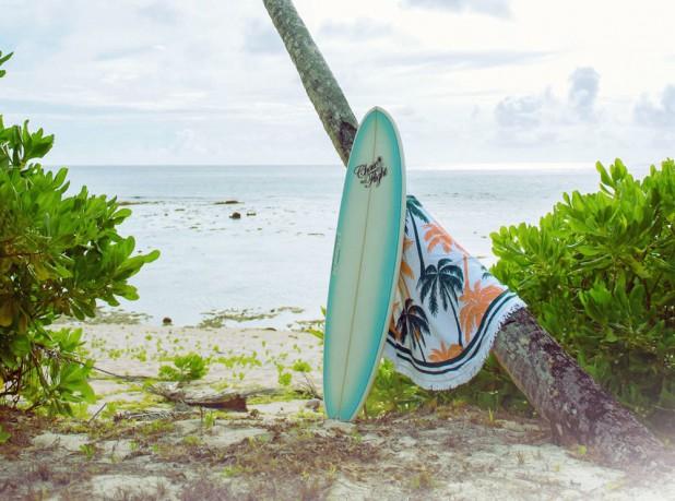 グアムのビーチとサーフボード