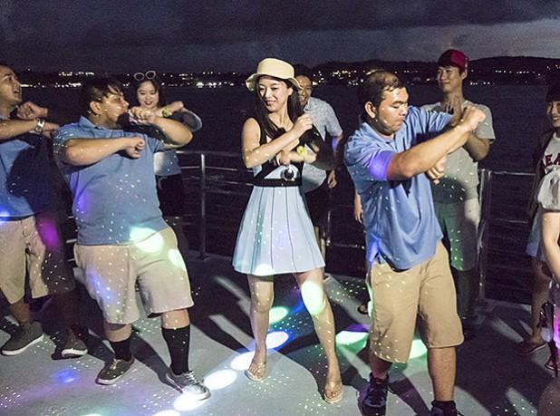8_dinner-cruise-boat137
