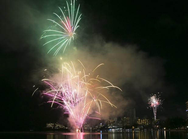 1223nye-firework2